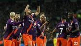 Riyad Mahrez tri ân chủ cũ sau bàn thắng. Ảnh: Getty Images