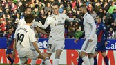 Gareth Bale mừng bàn thắng duy nhất trước Huesca. Ảnh: AP