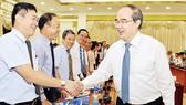 Bí thư Thành ủy TPHCM Nguyễn Thiện Nhân gặp gỡ đoàn Trưởng các cơ quan đại diện Việt Nam tại nước ngoài                                                                  Ảnh: VIỆT DŨNG