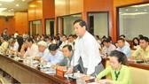 Doanh nghiệp đóng góp ý kiến tại buổi gặp gỡ với lãnh đạo TPHCM Ảnh: CAO THĂNG