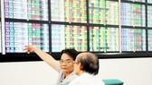 Thị trường chứng khoán Việt Nam năm 2017 có nhiều khởi sắc Ảnh:  CAO THĂNG