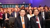 Phó Thủ tướng Vương Đình Huệ và Thứ trưởng Ngoại giao Bùi Thanh Sơn dự phiên khai mạc toàn thể WEF Davos 2018