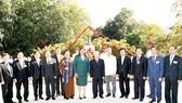 Tổng Bí thư Nguyễn Phú Trọng và các đại biểu tại Tượng đài Chủ tịch Hồ Chí Minh                                                             Ảnh:  TTXVN
