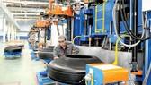 Vỏ, ruột xe - mặt hàng bị kiện phòng vệ thương mại                                                          Ảnh: THÀNH TRÍ