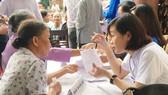Khám bệnh miễn phí cho người dân ở Đồng Lộc