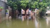 """Dân """"rốn lụt"""" Hà Nội  vẫn chồng chất khó khăn"""