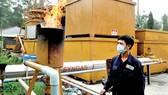 Hệ thống chuyển hóa rác thải công nghiệp thành khí chạy máy phát điện tại bãi rác Gò Cát        Ảnh: CAO THĂNG