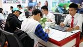 Thí sinh nộp hồ sơ đăng ký xét tuyển vào Trường ĐH Kinh tế Tài chính TPHCMThí sinh nộp hồ sơ đăng ký xét tuyển vào Trường ĐH Kinh tế Tài chính TPHCM