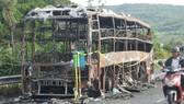 Chiếc xe khách giường nằm chỉ còn phần khung sau vụ cháy