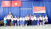 Trao học bổng Nguyễn Hữu Thọ năm học 2017-2018 giúp học sinh nghèo huyện Củ Chi