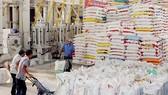 Đóng gói gạo xuất khẩu ở ĐBSCL