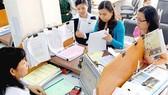 Các doanh nghiệp làm hồ sơ thuế tại Cục Thuế TPHCM