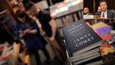 Hồi ký của cựu Giám đốc FBI James Comey - A Higher Loyalty: Truth, Lies and Leadership - bán được 600.000 bản ngay trong tuần đầu phát hành. Ảnh: REUTERS