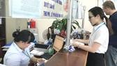 Người dân làm thủ tục hành chính tại UBND huyện Nhà Bè