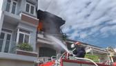 Cháy nhà 3 tầng ở trung tâm TP Phan Thiết, 4 người thoát nạn