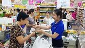 Hệ thống phân phối hàng hóa mở rộng đã góp phần  kích cầu tiêu dùng trên thị trường