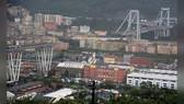 Cầu Morandi bị sập khiến ít nhất 35 người thiệt mạng. Ảnh: REUTERS