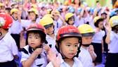 Tặng gần 2 triệu mũ bảo hiểm cho học sinh lớp một