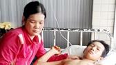 16 tuổi làm thuê kiếm sống, bị tai nạn mất một chân