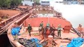 Các ghe tàu khai thác, vận chuyển cát trái phép bị thu giữ  (Ảnh do Bộ Tư lệnh Bộ đội biên phòng TPHCM cung cấp)