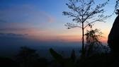Đêm rủ nhau leo núi Bà Đen ngắm mây trời
