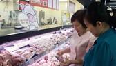 Thịt heo bày bán tại các siêu thị ở TPHCM (theo tiêu chuẩn VietGAP)  được các nhà cung ứng thu mua với mức giá cao hơn thị trường
