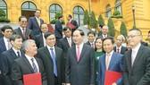 Chủ tịch nước và các Trưởng Cơ quan đại diện Việt Nam ở nước ngoài. Ảnh: TTXVN