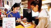 Hướng dẫn sử dụng dịch vụ chia sẻ sách tại một nhà sách ở Trung Quốc