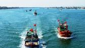 Động viên ngư dân tiếp tục bám biển