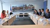 Phiên họp giữa Bộ trưởng Công Thương Việt Nam Trần Tuấn Anh và Cao ủy Liên minh châu Âu (EU) phụ trách thương mại Cecilia Malmström. Ảnh: TTXVN