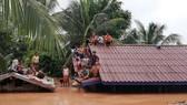 Cảnh ngập lụt sau khi đập thủy điện ở tỉnh Attapeu, Lào bị vỡ ngày 24-7. (Nguồn: THX/TTXVN)