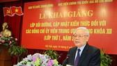 Tổng Bí thư Nguyễn Phú Trọng phát biểu chỉ đạo, khai giảng lớp bồi dưỡng. Ảnh: TTXVN