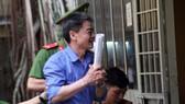 Lãnh 11 năm tù bị cáo Phong vẫn tươi cười. Ảnh: DÂN TRÍ