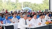 Các đại biểu, đội bóng tại lễ khai mạc giải. Ảnh: Anh Trần