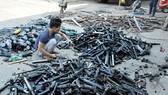 Hình tư liệu: Công an Đồng Nai tiêu hủy súng điện thu giữ được
