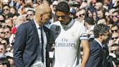 Trò cưng Varane đang là một vấn đề của Zidane.  