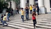 Người dân Philippines sơ tán do động đất. Ảnh: CNN