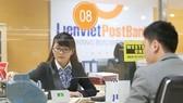 Chi nhánh LienVietPostBank giao dịch với khách hàng