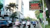 Bảng thông tin điện tử do Sở Giao thông và Vận tải TPHCM lắp đặt, giúp người dân cập nhật tình hình ùn tắc giao thông. Ảnh: DŨNG PHƯƠNG