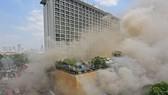 Khói dày đặc bao phủ khu phức hợp Waterfront Manila Pavilion Hotel & Casino trên đường United Nations ở trung tâm thủ đô Manila, Philippines, trong vụ cháy ngày 18-3-2018. Ảnh: THE PHILIPPINE STAR