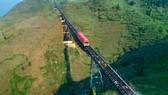 Cảnh sắc Tây Bắc có một không hai nhìn từ tàu hỏa leo núi Mường Hoa