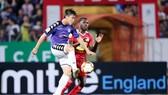 Trên sân nhà, Hoàng Anh Gia Lai (áo đỏ) sẽ tiếp CLB Hà Nội trong trận lượt đi.