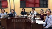 Các khách mời tham gia chương trình đối thoại ngày 26-5. Ảnh: thanhuytphcm.vn