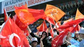 Người dân Thổ Nhĩ Kỳ tham gia các cuộc mít tinh vận động tranh cử ở Ankara