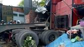 Xe container đâm vào nhà dân, 6 người thương vong