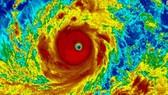 """""""Siêu bão"""" Mangkhut đang di chuyển nhanh vào biển Đông"""