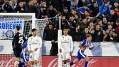 Sự thất vọng của các cầu thủ Real Madrid (áo trắng) trong trận đấu với Alaves