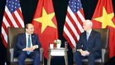 Thủ tướng Nguyễn Xuân Phúc gặp Phó Tổng thống Hoa Kỳ Mike Pence. Ảnh: TTXVN