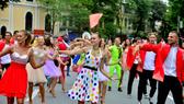 Int'l Carnival at walking street, Hanoi lures visitors