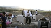 Iran quake survivors spend second night in the open air
